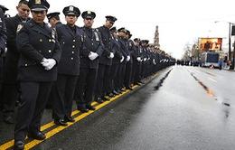 Mỹ: Hàngnghìn người tham dự lễ truy điệu cảnh sát bị bắn chết