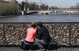 Pháp dỡ bỏ 1 triệu ổ khóa trên cầu Pont des Arts