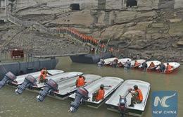Trung Quốc huy động 1.000 binh sĩ giải cứu hành khách bị nạn
