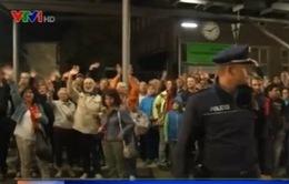 Người dân Đức và Áo nồng nhiệt chào đón người di cư