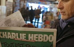 """""""Cháy"""" tạp chí Charlie Hebdo ấn bản mới và những phản ứng trái chiều"""