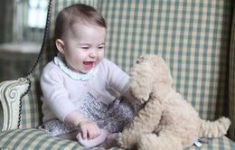 Vợ chồng hoàng tử William khoe ảnh con gái rượu