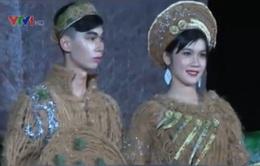 Độc đáo thời trang bằng chất liệu dừa