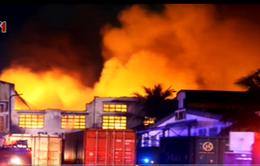 Hỏa hoạn thiêu trụi dãy nhà kho của công ty sản xuất giày da