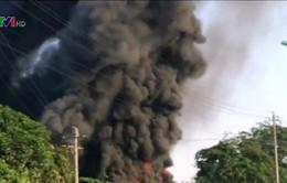 Quảng Ngãi: Cháy lớn thiêu rụi xưởng nhựa, kho ô tô