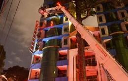 Cháy khách sạn trung tâm TP.HCM, nhiều du khách mắc kẹt