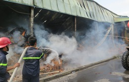 Bắc Ninh: Cháy lớn nhà máy thuốc lá, thiêu rụi 8.000m2 kho xưởng