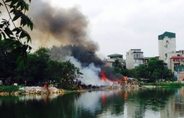 Hiện trường vụ cháy khu nhà tạm ven hồ Linh Quang, Hà Nội