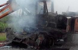 Hà Nội: Máy xúc đang thi công bốc cháy dữ dội