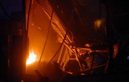 Cháy lớn tại xưởng sản xuất nệm mút ở TP.HCM