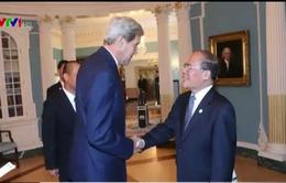 Chủ tịch Quốc hội Nguyễn Sinh Hùng gặp Ngoại trưởng Hoa Kỳ