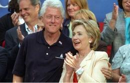 """Bà Hillary Clinton công khai thu nhập """"khủng"""""""
