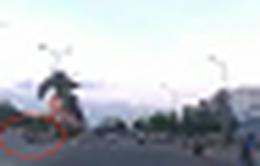 Gây tai nạn trên đường, tài xế xe máy 'rồ ga' bỏ chạy