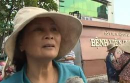 Tranh cướp cơm từ thiện ở bệnh viện tại TP.HCM: Lương tri để đâu?