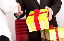 220 cuộc gọi tố tham nhũng, tặng quà Tết trái quy định