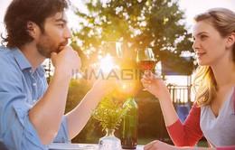 Rượu có thể giúp bạn quyến rũ hơn?