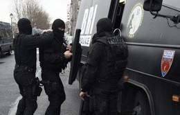 Pháp ráo riết truy tìm thủ phạm vụ xả súng tại Paris