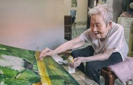 Cụ bà 95 tuổi mê lướt Facebook