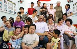 Tổ chức VVA trao quà cho gia đình nạn nhân da cam Đà Nẵng