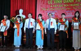 Đại học Đà Nẵng vinh danh 13 tân thủ khoa và á khoa