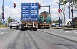 TP.HCM: Hằn lún vệt bánh xe trên đại lộ nghìn tỷ