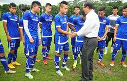 Đại sứ Việt Nam tại Singapore tới thăm các cầu thủ U23