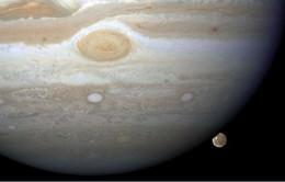 Phát hiện đại dương trên bề mặt vệ tinh của sao Mộc