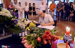 Tưởng niệm nạn nhân vụ khủng bố tại Đại sứ quán Pháp