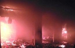 Chợ Phủ Lý cháy dữ dội trong đêm gây thiệt hại nặng về tài sản