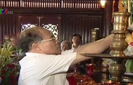 Chủ tịch Quốc hội dâng hương tưởng nhớ Chủ tịch Hồ Chí Minh