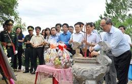 Đồng chí Nguyễn Thiện Nhân dâng hương Đại tướng Võ Nguyên Giáp