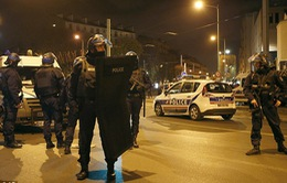 Vụ tấn công khủng bố ở Paris: Một nữ thánh chiến liều chết khi bị vây ráp