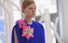 Những trang phục hoa mang vẻ đẹp mùa Xuân