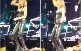 Taylor Swift hốt hoảng vì bị fan cuồng tóm chân