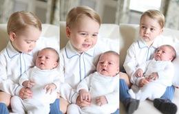 Thích thú với hình ảnh của hai em bé Hoàng gia