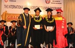 Trao bằng cử nhân Đại học Sunderland cho sinh viên Việt Nam
