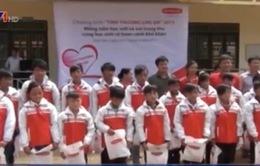 Tặng quà Trung thu cho học sinh nghèo Điện Biên