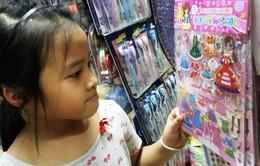 Bày bán tràn lan miếng dán đồ chơi cực độc trên cả nước
