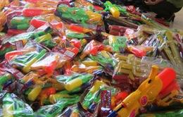 Ngang nhiên mua bán đồ chơi trẻ em bạo lực độc hại tại chợ vùng biên