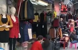 Mùa đông 2015 ấm hơn thường lệ, các cửa hàng thời trang ế khách