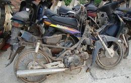 """Hiểm họa từ làng """"mổ"""" động cơ xe cũ ở Vĩnh Phúc"""
