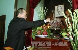 Dâng hương tưởng niệm 46 năm ngày mất của Chủ tịch Hồ Chí Minh