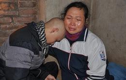 Người mẹ khóc cạn nước mắt khi biết con mắc bệnh ung thư máu
