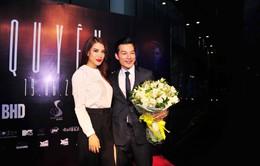 Trương Ngọc Ánh tặng hoa mừng vai diễn mới của Trần Bảo Sơn