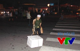 Cửu vạn chợ Long Biên oằn lưng kiếm sống mưu sinh