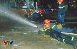 Gần 12 giờ đêm, lực lượng cứu hộ vẫn tìm kiếm nạn nhân vụ cháy tại Xa La