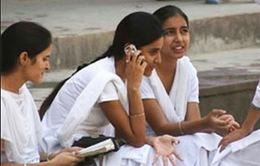 Ấn Độ: Cấm phụ nữ dùng điện thoại di động