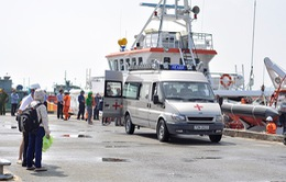 Vũng Tàu: Đưa thi thể 11 ngư dân gặp nạn trên biển vào đất liền