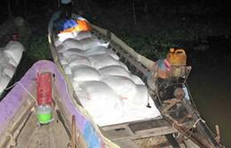 Bắt giữ các đối tượng buôn lậu đường tại An Giang