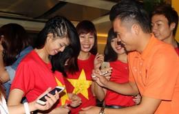 Đội tuyển bóng đá Việt Nam trong vòng tay người hâm mộ tại Đài Loan